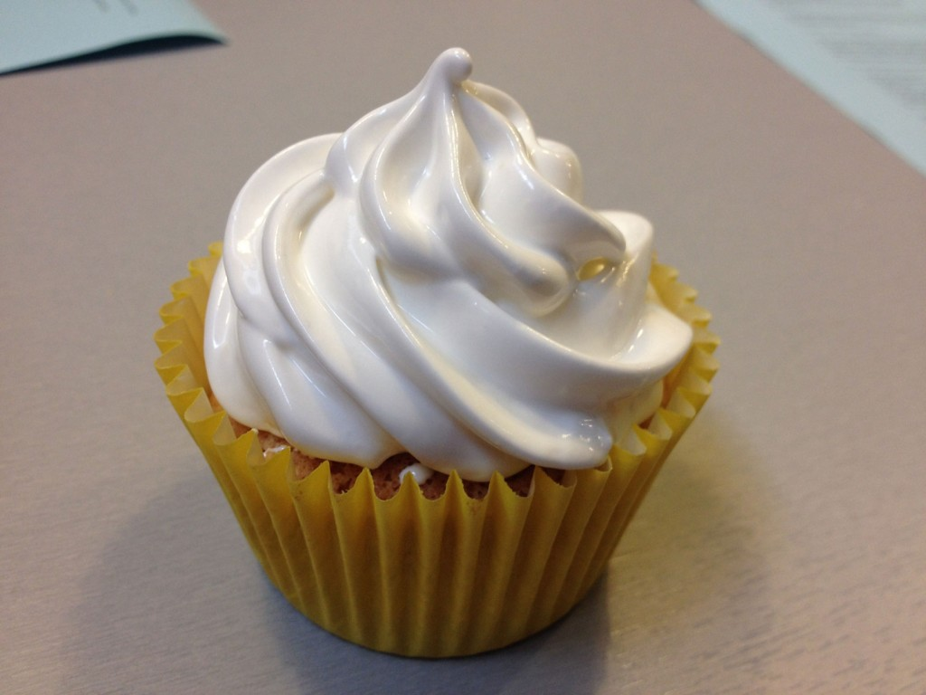 Cupcake lemon curd merengue suizo