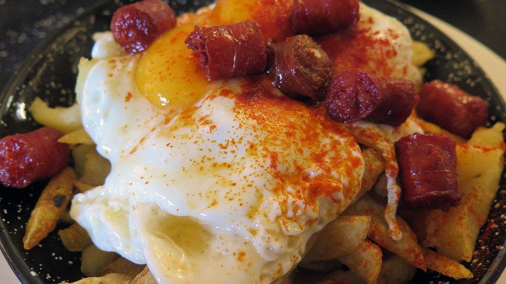 Sartén de Huevos con patatas y chorizo