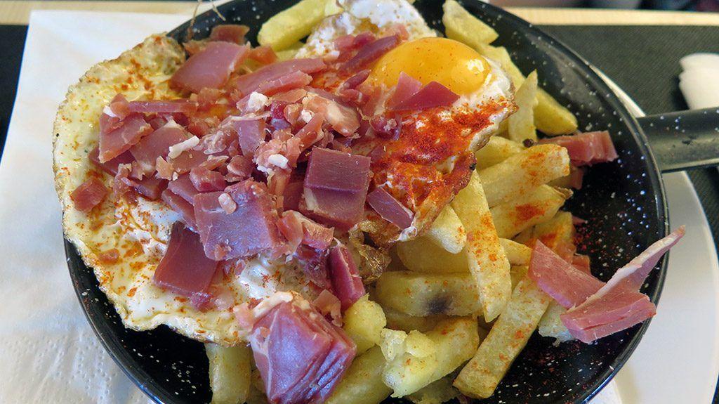 Sartén Huevos, patatas y Jamón