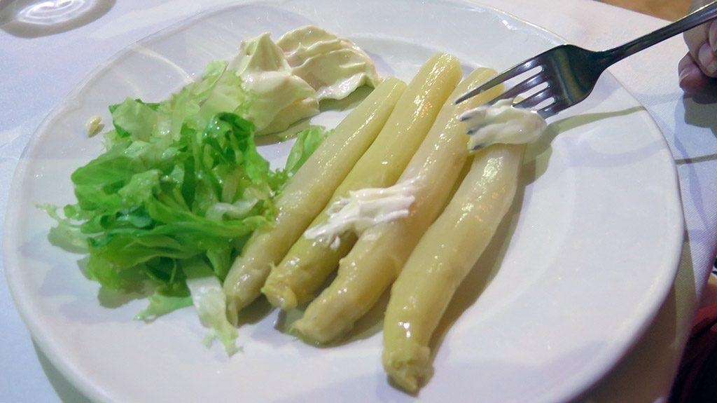 Espárragos con Mayonesa - Menú del Día - Resturante Español Selaya