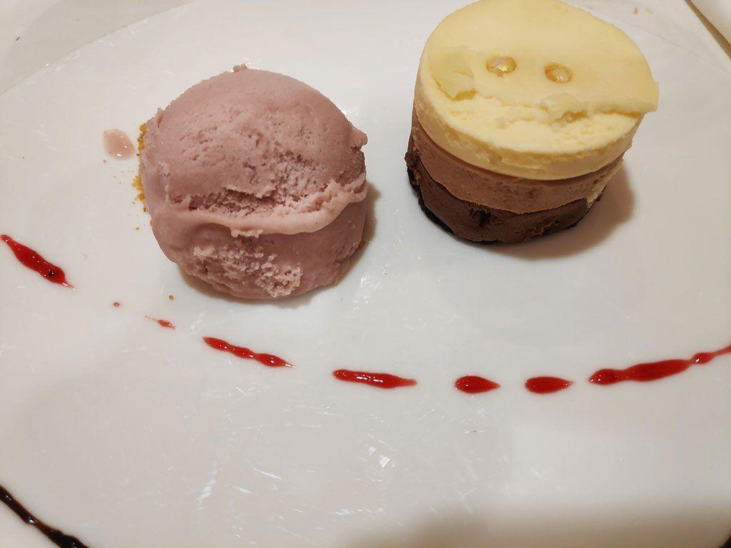 Mousse de tres chocolates - Menú del Día - Hotel Santemar