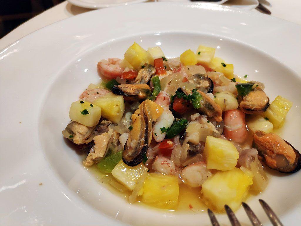 Salpicón de pescados y mariscos con dados de piña - Menú del Día - Hotel Santemar